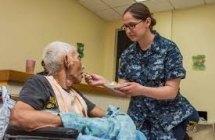 Satisfacción y sobrecarga en cuidadoras familiares de ancianos dependientes